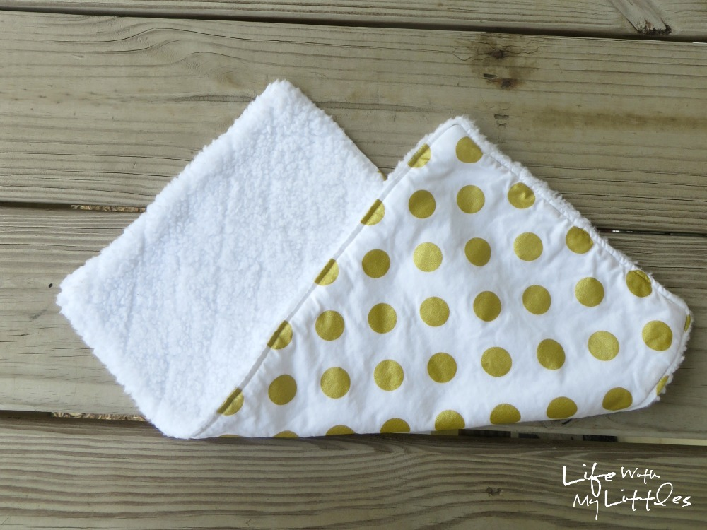 This is the easiest tutorial for a burp rag you could make! Only three steps, and they are the best DIY burp rags!! Great for easy baby gifts, too.