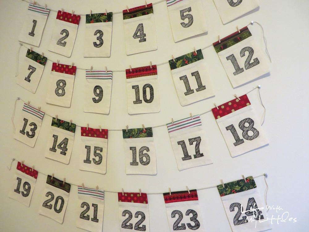DIY Advent Calendar Garland: Simple fabric pockets make up this cute and easy Christmas advent calendar!