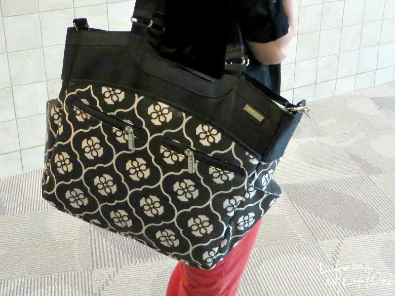 See why the JJ Cole Collections Camber diaper bag is perfect for busy moms! It's the best!