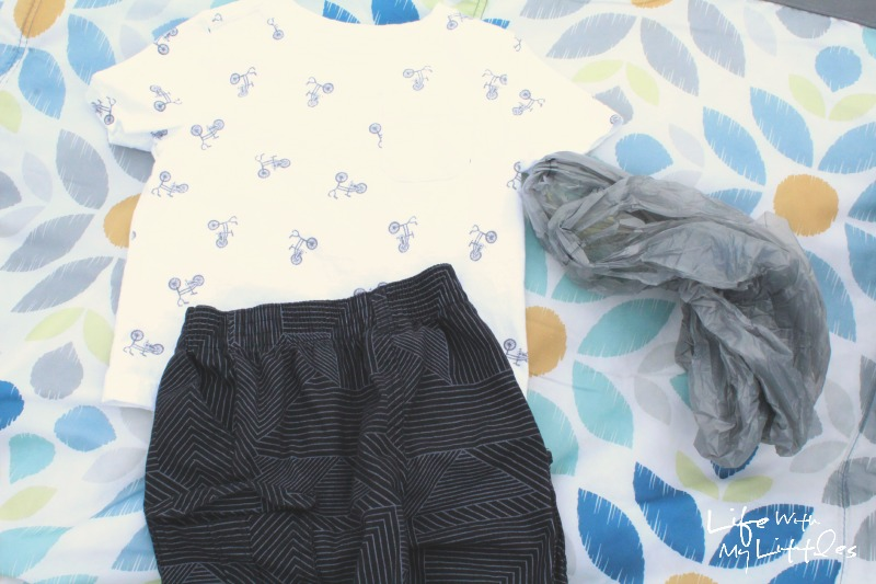 What to keep in your diaper bag during the summer: smart essentials to pack in your diaper bag when you will be outside a lot!